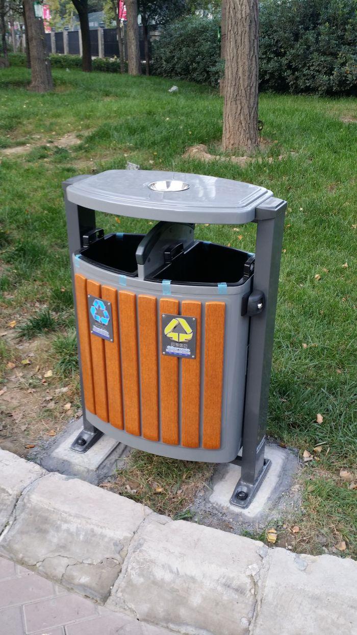 西安分类垃圾箱、户外休闲椅走进陕西西安东尚观湖小区。