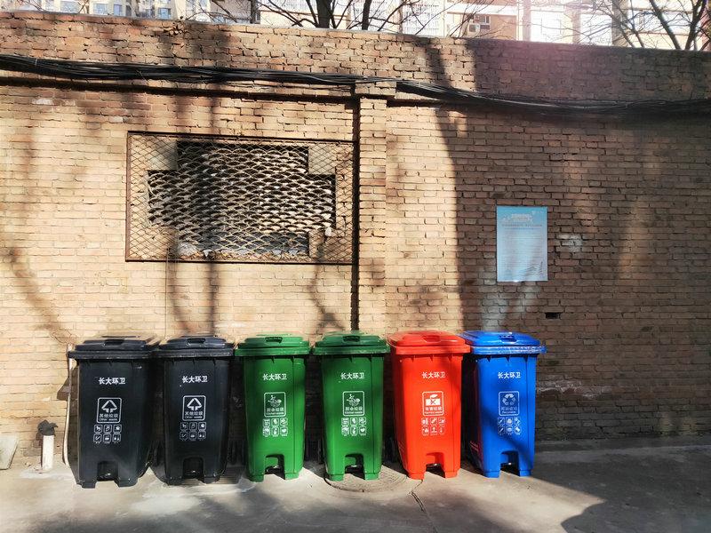 长安大学四分类塑料垃圾桶安装到位并投入使用
