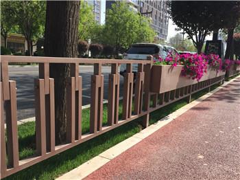 庆阳市政道路铁艺护栏隔离花箱